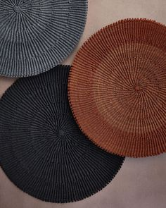 Handwoven placemats made from fique (natural fiber) by Colombian artisans for   El Buen Ojo :::: EBO (@elbuenojo) • Fotos y videos de Instagram Fabric Paint Designs, Natural, Instagram, Crochet, Painting, Eye, Painting Art, Ganchillo, Paintings