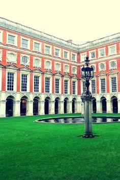 Hampton Court Palace, Fountain Court
