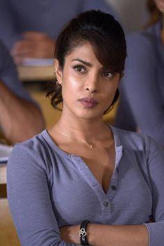 Hollywood Actress Pics, Indian Actress Photos, Indian Bollywood Actress, Bollywood Actress Hot Photos, Priyanka Chopra Images, Actress Priyanka Chopra, Priyanka Chopra Hot, Bollywood Dress, Bollywood Girls