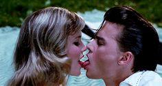 16 разных видов поцелуев                                     Скучаешь, ты скучаешь по мне, значит ты должен меня поцеловать.