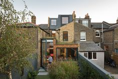 The Etch House is a traditional two storey terraced house, the project looks to achieve a non-typical loft extension and side infill extension. Georgian Terrace, Victorian Terrace, Victorian Homes, Victorian House London, Glass Extension, Extension Ideas, Rear Extension, London House, Forest House