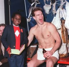 Mark Messier and puck bunny Gary Coleman. Arnold Jackson, Mark Messier, Hockey Boards, Hockey Pictures, Hockey Rules, Photography Words, Happy Pictures, Edmonton Oilers, Great Pic