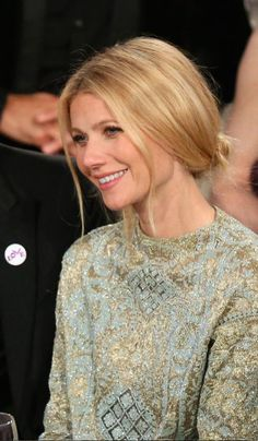 Gwyneth Paltrow hair 2014 Golden Globes loose low bun - so love! Gwyneth Paltrow, Gweneth Paltrow Hair, Pulled Back Hairstyles, Bun Hairstyles, Wedding Hairstyles, Hair Pulled Back, Celebrity Hairstyles, Hair Styles 2014, Long Hair Styles