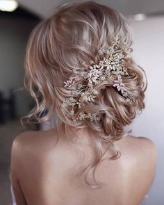 Beautiful low updo for bride - bridal hair inspiration with hair piece Wedding Hairstyles For Long Hair, Wedding Hair And Makeup, Bride Hairstyles, Wedding Hair Accessories, Hairstyle Ideas, Hairdos, Beach Hairstyles, Hairstyles For Weddings, Hairstyles Haircuts