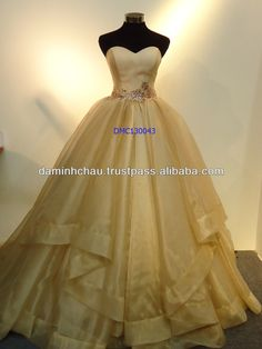 The Hot Sale Strapless Sweatheart and Organza Skirt Gold Ball Gown Wedding Dress will make Bride look more stunning at Party.