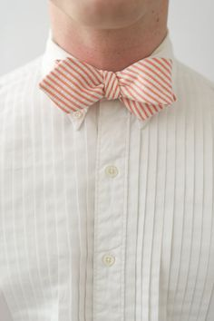 Southern Preppy Seersucker Bow Tie. - I really need to make some bow ties!!