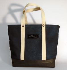 For the Scribe's bag models, we use high quality cotton canvas highlighting its natural color and texture Scribe, Canvas Tote Bags, Cotton Canvas, Dark Grey, Screen Printing, Size 14, Navy Blue, Hand Painted, Leather