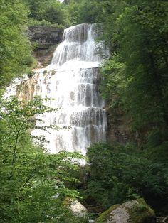 LeJura.  La cascade du hérisson