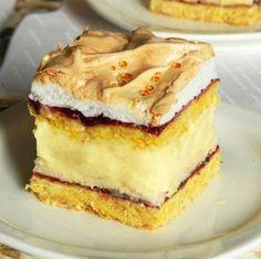 Un desert perfect atunci cand aveti musafiri este savuroasa Prajitura cu crema de vanilie si gem de coacaze. Blatul pufos cu gem acrisor de coacaze si bezea delicata, impreuna cu crema de vanilie, alcatuiesc o prajitura nemaipomenita. Ingrediente Prajitura cu crema de vanilie si gem de coacaze: Blaturi: 320 grame