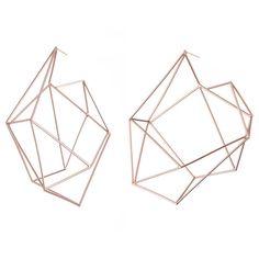 Epic earrings!! Large Structure Hoops \ Sarah Loertscher Minimal Jewelry, Simple Jewelry, Modern Jewelry, Ramona Flowers, Jewelry Accessories, Jewelry Design, Wire Jewelry, Jewlery, Jewelry Collection