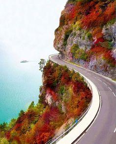 What a dreamy drive along Lake Thun, Switzerland. Pic by @doounias