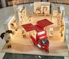 @fendi pop up store in Dubai, love the VM #vm #visualmerchandising #fendi #fashion #accessories #style #inspiration #layout #display