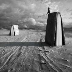 SINCRONIA: PREFIJO LIBERADOR - Imagen: ©Dariusz Klimczak, fotografía surrealista en blanco y negro