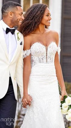 Lace mermaid wedding dress with off the shoulder strap and deep sweetheart neckline | Martina Liana Fall 2020 Wedding Dresses - Style 1175 - Belle The Magazine #weddingdress #weddingdresses #bridalgown #bridal #bridalgowns #weddinggown #bridetobe #weddings #bride #dreamdress #bridalcollection #bridaldress #dress See more gorgeous bridal gowns by clicking on the photo Lace Mermaid Wedding Dress, Gorgeous Wedding Dress, Wedding Looks, Wedding Dress Styles, Bridal Looks, Designer Wedding Dresses, Bridal Style, Bridal Dresses, Ugly Outfits