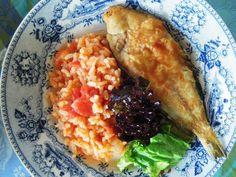 Azevias fritas com arroz de tomate, um petisco delicioso http://grafe-e-faca.com/pt/receitas/do-mar/peixe/corvina-com-limao-e-coentros/