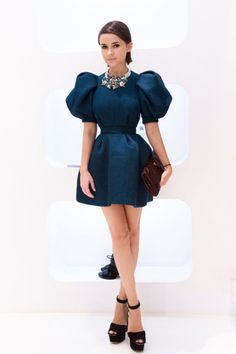 Find tips and tricks, amazing ideas for Miroslava duma. Discover and try out new things about Miroslava duma site Mira Duma, Miroslava Duma, Cute Dresses, Short Dresses, Look Fashion, Fashion Design, Milan Fashion, Street Fashion, Mode Inspiration