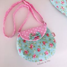 Diy Bags Purses, Fabric Purses, Fabric Bags, Love Sewing, Baby Sewing, Wallet Sewing Pattern, Baby Shoes Pattern, Patchwork Bags, Kids Bags