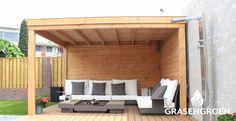 Douglas hout overkapping in modern vormgegeven tuin. Outdoor Furniture Sets, Outdoor Decor, Patio, Home Decor, Decoration Home, Room Decor, Home Interior Design, Home Decoration, Terrace