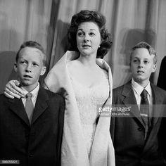 susan hayward takes her twin sons to see santa claus at