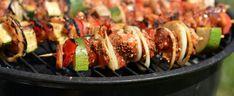 Pyszne szaszłyki prosto z grilla. Dzięki obłędnej marynacie dosłownie rozpływają się w ustach   smakosze.pl Baked Potato, Sushi, Grilling, Curry, Potatoes, Baking, Ethnic Recipes, Food, Curries