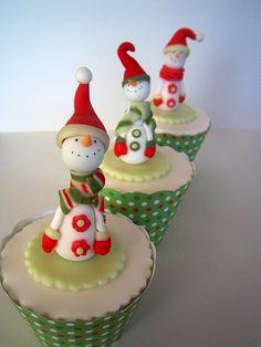 @KatieSheaDesign  ❥ ♡❤♥  #Christmas #Cupcakes ❤♡♥  Vintage look snowmen