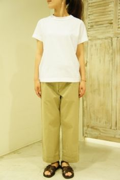 着丈が長めで、首回りが深くひらいている、フレンチスリーブタイプも☆ シンプルに一枚で着ても、女性らしさを感じさせてくれます。
