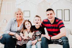 karácsonyi családi fotózás Christmas Sweaters, Couple Photos, Couples, Fashion, Couple Shots, Moda, Fashion Styles, Christmas Jumper Dress, Couple Photography