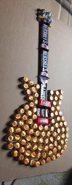 Festa música. Guitarra de chocolate.