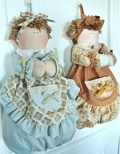 For shopping Bags Doll Crafts, Diy Doll, Sewing Crafts, Sewing Projects, Grocery Bag Holder, Grocery Bags, Plastic Bag Holders, Craft Bags, Holidays