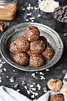 Dark Chocolate Fig Oatmeal Bites | thebutterhalf.com