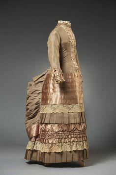 Musée du Costume et de la Dentelle : 1882 young teen gown