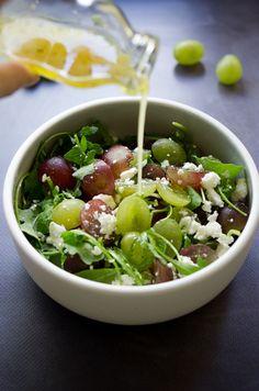 Salade raisin, feta et roquette, vinaigrette miel et moutarde, recette de salade d'été sur la Godiche