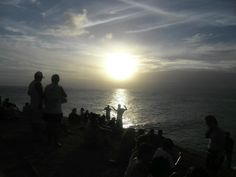 Assistindo o por do sol no Farol da Barra Salvador Bahia Brasil