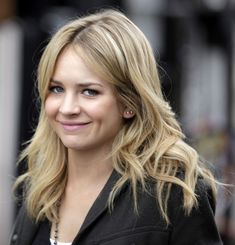 Britt Robertson Brittany Dimples Short Hair Styles Long Blond
