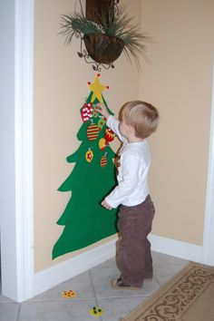 Felt Christmas Tree DIY Tutorial - Christmas Project to do with he kiddos