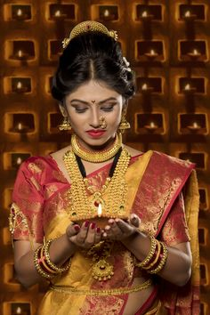 Welcome this Festival Season with Maharashtrian Jewellery. Maharashtrian Saree, Maharashtrian Jewellery, Marathi Saree, Pakistani, Beautiful Saree, Beautiful Indian Actress, Diwali, Marathi Bride, Marathi Wedding