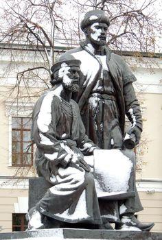 Казанский кремль расположен в древнейшей части Казани на высоком мысу левого берега Волги и левого берега Казанки  и являет собой комплекс архитектурных, истори