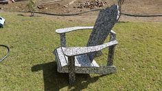 silla tipo adirondack de plastico reciclado o para playa. adirondack chair made with recycled plastic sheets Outdoor Chairs, Outdoor Furniture, Outdoor Decor, Recycled Plastic Furniture, Upcycling, Beach, Garden Chairs, Backyard Furniture, Lawn Furniture