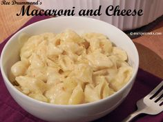 An Expat Cooks: Ree Drummond's Macaroni and Cheese--Perfect comfort food during this crazy busy time of year! Ree Drummond Macaroni And Cheese Recipe, Macaroni N Cheese Recipe, Recipe For Panera Bread, Recipe With Cream Of Mushroom Soup, Lentil Pasta, Mac And Cheese Homemade, Frozen Spinach, Main Dishes, Side Dishes