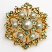 I dont know which is more amazing: the seafoam green, the pearls or the gold. I just want it. now.