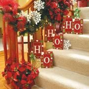 100 Awesome Christmas Stairs Decoration Ideas - DigsDigs xmas ideas home Noel Christmas, Merry Little Christmas, All Things Christmas, Winter Christmas, Christmas Wreaths, Christmas Crafts, Christmas Ideas, Country Christmas, Holiday Ideas