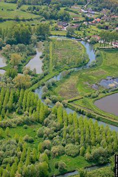 Vallée de Canche La Canche (Kantia, venant de kant signifiant rocher) est un fleuve côtier français du Pas-de-Calais, long de 88 kilomètres.Valley Canche. Canche (Kantia, from kant meaning rock) is a French coastal river in Pas-de-Calais, 88 km long.