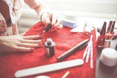 Saiba como utilizar esse ingrediente baratinho para aumentar a duração da sua manicure e aprenda outros truques com o vinagre... Vamos lá!!!  :)