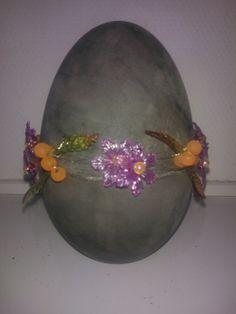 Beton æg støbt i 2 delt plastik æg, 17 cm høj