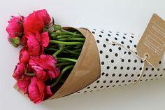 Ideas de cómo hacer ramos de flores originales envolviénodolos con papel