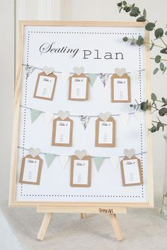 Wedding Venues DIY seating plan for weddings and summer parties. An easy way to organize your party - For summer parties, it is great to have a seating plan which is both beautiful and easy to solve. Have a look at the video on how to make a seating plan Cheap Wedding Venues, Luxury Wedding Venues, Wedding Locations, Wedding Destinations, Low Cost Wedding, Plan Your Wedding, Budget Wedding, Star Wedding, Diy Wedding