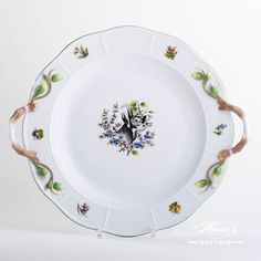 Round Dish w. Hunter Trophies CHTM design is a classic Herend pattern. Wedding China, Charger Plates, Mocca, Fine China, Platter, Tray, Dinnerware Ideas, Decorative Plates, Porcelain