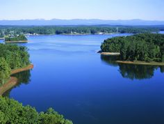 Beautiful isnt it?! Lake Keowee, in SC:)) I'll live there someday!