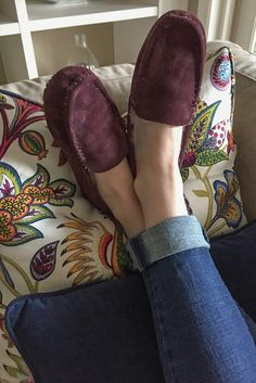 : The Loulou women's slipper (Aubergine): Our moccasin provides the ultimate in comfo Comfort And Joy, Ruby Pendant, Fashion Beauty, Womens Fashion, Getting Cozy, Womens Slippers, Moccasins, Fashion Accessories, Pin Pin