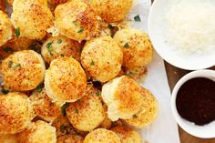 Hacks For Easy Christmas Appetizers - Try these cool holiday hacks for easy appetizer recipes to be the hit of the holiday party!Try these cool holiday hacks for easy appetizer recipes to be the hit of the holiday party! Easy Appetizer Recipes, Yummy Appetizers, Party Appetizers, Appetizer Ideas, Party Dips, Party Treats, Party Snacks, Knorr Spinach Dip, Parmesan